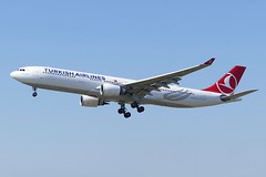 Airbus A330 300 Turkish Airlines TC-JOI approaching ZRH Zurich Airport Switzerland 2019 (roli_b) Tags: airbus a330 300 a330300 turkish airlines tcjoi approach approaching zrh zurich airport switzerland schweiz suisse suiza sivzzera turkey 2019 aircrfat airplane jet flugzeug flieger avion aereo aviacao