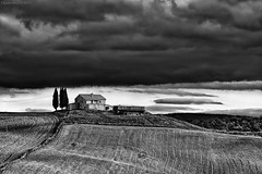 Val D'Orcia, Tuscany, November 2017 (Claudio_R_1973) Tags: farm tuscany monochrome italy blackandwhite cloud cloudy stormy agriculture valdorcia