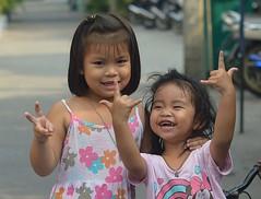 exuberant girl sending you love on valentine's day (the foreign photographer - ฝรั่งถ่) Tags: feb132016nikon exuberant girl child love sign language khlong bangkhen bangkok thailand nikon d3200