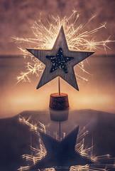 """""""Las estrellas solo brillan en la oscuridad"""" (mariajoseuriospastor) Tags: stilllife luz estrella navidad"""