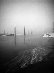 - At the docks XVI  - (Tom Findahl) Tags: zeiss ikon nettar 515 delta 400 water winter anastigmat f63
