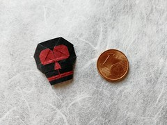 Skull 2D (T. Hojyo) (Helyades) Tags: origami hojyo pli pliage fold carré square papier paper skull crâne bicolor miniature