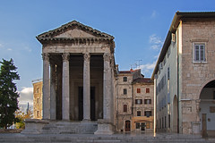 The Temple of Augustus - Pula (JLM62380) Tags: croatia croatie light pula temple romain ville urban city templeofaugustus augustus