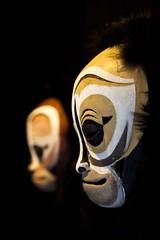 Singes (Gerard Hermand) Tags: 1903227627 gerardhermand france paris canon eos5dmarkii grillon masque mask exposition exhibition sculpture