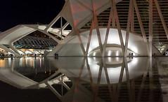 The eye (KPPG) Tags: valencia spanien spain architektur architecture night nacht street spiegelungen reflections
