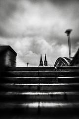 3368 (Elke Kulhawy) Tags: cologne köln kölnerdom schwarzweiss blackandwhite monochrome bnw bw city sky stairs stadt germany lensbaby lensbabycomposer