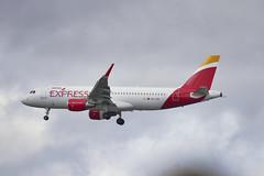 EC-LUS Iberia Express Airbus A320-216(WL) (alex kerr photography) Tags: iberiaexpress airbus a320216 heathrowairport egll planespotter planeavgeek airliner
