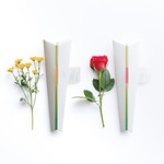 手紙のようにポストに届く一輪の花ギフトの写真