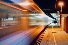 Estació de Rodalies 8 (Xevi V) Tags: catalonia catalunya maresme renfe rodalies trens trains nit night bytrain isiplou llocsambencant cabrerademar vilassardemar movement
