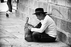 Buon compleanno Faber (encantadissima) Tags: venezia veneto bienne street people man fabriziodeandrè