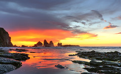 Sunset at Tasman Sea I (witajny) Tags: newzealand tasmansea motukiekierocks motukiekiebeach landscapephotography landscape landscapes nature naturephotography naturepictures coast beach sand ocean sea lowtide sky sunset color rock rocks water mountain bay contrast