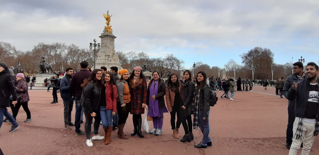 ABS PGDM Oxford Trip 2018 - Re-creating the original panorama of the city tour with images