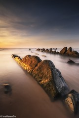 Gold Rush (IrreBerenTe Natalia Aguado) Tags: gold light paísvasco bizkaia costavasca euskadi uribekosta barrika sunset canonespaña nataliaaguadoirreberente landscape nature seascape longexposure sea beach rocks goldenhour goldrush
