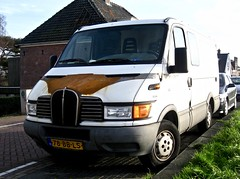 Rusty Daily Nose (ClassicsOnTheStreet) Tags: 78bbls iveco daily 35seuro3 van 2002 ivecodaily daily35 bus forgone fourgonne delivery bestelbus kastenwagen lieferwagen commercial commerciale utility youngtimer amsterdamn amsterdam noord schellingwouderdijk 2015 straatfoto streetphoto streetview strassenszene straatbeeld classicsonthestreet nose neus front grille calandre roest rust 35511 diesel