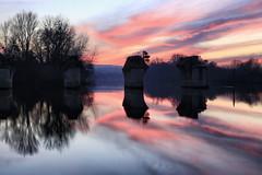 La Seine à Poissy (erichudson78) Tags: france iledefrance yvelines poissy laseine river fleuve eau water reflets reflection longexposure poselongue canonef24105mmf4lisusm canoneos6d