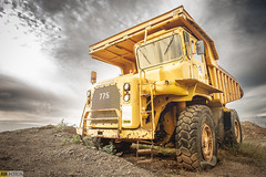 """Haul truck (Tenisca """"Alexis Martín"""") Tags: haultruck camión camiónminero 775 yellow amarillo pinchado pinchazo supercamión volquete tijarafe caterpillar"""