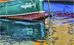 questione di riflessi ... (miriam ulivi) Tags: miriamulivi nikond3200 italia liguria camogli riflessi reflections barca boat mare sea colori colours
