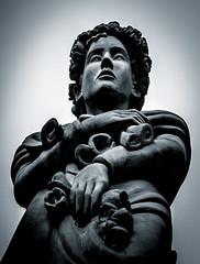 Estatua. (Ricardo Pallejá) Tags: estatua nikon stone piedra antiguo old monocromo blancoynegro blackandwhite bw lightroom