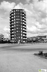 tm_6387 - 1952 (Tidaholms Museum) Tags: svartvit positiv stadsvy 1952 1950talet hyreshus bostadshus