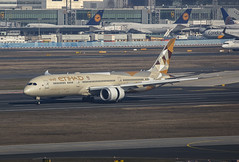 A6-BLP, Boeing 787-9 Etihad Airways @ Frankfurt FRA EDDF (LaKi-photography) Tags: flugzeug plane jet avion aircraft airport aeroporto aeropuerto flughafen flugplatz fluggesellschaft airline airliner aerolínea havalimanı havayollari самолет 航空機 аэропорт 空港 авиакомпания エアライン verkehr verkehrsflugzeug transport traffic luftfahrt aviation aviación spotting canon deutschland germany hessen frankfurt fra eddf etihadairways 787 boeing787 boeing dreamliner eos5dsr
