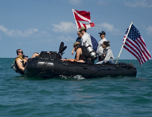 U.S. and Thai sailors participate in an Exercise Cobra Gold mine detection training.