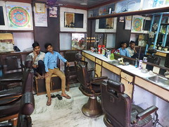 Kolkata - Saloon (sharko333) Tags: travel reise voyage asia asien india indien portrait people boy saloon haircut olympus em1
