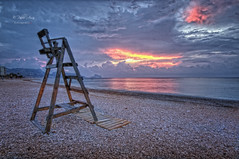 (064/19) Amaneciendo en Altea (Pablo Arias) Tags: pabloarias photoshop ps capturendx españa photomatix nubes cielo playa arena silla mar agua mediterráneo amanecer altea alicante
