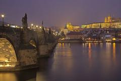 Notte di nebbia / Foggy night (Prague, Czech Republic) (AndreaPucci) Tags: charlesbridge prague czechrepublic vltava moldau night andreapucci castle