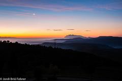 A l'alba / Al alba / At dawn (Jordi Brió) Tags: 7200 alba albada amanecer aurora bages barcelona catalonia catalunya cataluña d7200 dawn jordibrio landscape lescortsdebiosca lluna luna madrugada matinada montserrat moon nikon nikon7200 nikond7200 paisaje paisattge santmateudebages sunrise