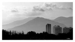 Montanhas (o.dirce) Tags: nuvens montanhas cidade prédios odirce paisagem vegetação
