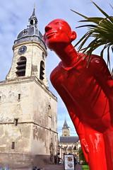 11 Heures 45 (JDAMI) Tags: beffroi placedubeffroi placeaufil amiens somme 80 picardie hautsdefrance église clocher carillon personnage figurine rouge nikon d600 tamron 2470 horloge cadransolaire