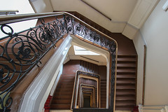 2nd Staircase/2. Treppenhaus (Elbmaedchen) Tags: staircase stairwell stairs stufen steps treppenhaus escaliers escaleras bohnerwachs interior roundandround upanddownstairs baumwollbörse bremen