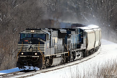 NS 2622 (Western WI Rail Images) Tags: ns norfolksouthern cp canadianpacific emd sd70m cefx lease snow tracks rocks trees sun