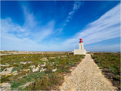 The lighthouse on Cape Sagres (Luc V. de Zeeuw) Tags: lighthouse red sagres algarve portugal