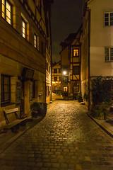 Dark Alleys in Nuremberg/Nürnberg (helluvastar.on.the.way) Tags: street alley light city cobblestone strasse kopfsteinpflaster nürnberg nuremberg nuernberg nikon 1685mm zoomlens franconia franken bayern bavaria germany deutschland abend evening d5300