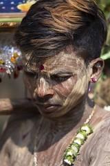exaltation (Patrick Doreau) Tags: portrait asiatique asian birman myanmar birmanie bagan beauté beauty fête hindoue burma homme man couleurs colors thaipusam