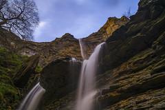 Casi me mojo - I almost wet (teredura58) Tags: nervion river jump rio delika