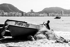 Relax (Luiz Contreira) Tags: relax beach praia copacabana riodejaneiro rio blackwhite bw brazil brasil brazilianphotographer boat barco southamerica américadosul pretoebranco sun