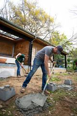 Alternative_Break_20190319_0231 (Sacramento State) Tags: sacramentostate sacstate californiastateuniversitysacramento universitycommunications hornets jessicavernone alternative break spring volunteer community engagement center concrete solar house living building