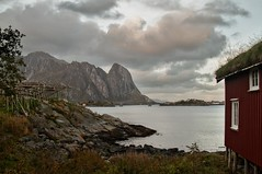 IMG_2838 - Reine, Lofoten (ragnarfredrik) Tags: reine lofoten northernnorway nordnorge rorbuer landscape seaview light sky mountains