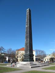 Obelisk (magro_kr) Tags: monachium munich münchen munchen muenchen niemcy germany deutschland bawaria bavaria bayern obelisk pomnik monument