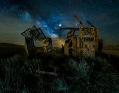 Aparcamiento de coches en el campo. (https://www.instagram.com/masjota/) Tags: nocturnas night nocturnes astrofotografía astrophotographie astrophotography víaláctea voielactée milkyway estrellafugaz étoilefilante shootingstar