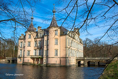 The pink castle... (Fabke.be) Tags: kasteel castle castell castello chateau water nature belgium belgië vlaanderen oostvlaanderen pink roze gebouw building old stones bridge