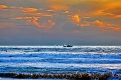Vilamoura/Portugal (Zéza Lemos) Tags: portugal praia pordesol puestadelsol algarve água areia vilamoura barcos natur nuvens mar ondas oceano