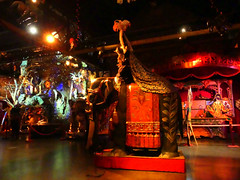 Eléphant et jeu de la licorne (Raymonde Contensous) Tags: eléphant jeudelalicorne paris pavillonsdebercy muséedesartsforains théâtredumerveilleux attractionsforaines expositions