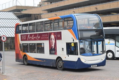 SE 10010 @ Peterborough Queensgate bus station (ianjpoole) Tags: stagecoach east alexander dennis enviro 400 ae12cka 10010 working route 1 ferryview orton wistow three horseshoes werrington