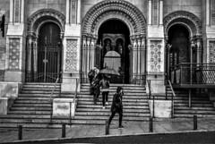 When it rains (Lea Ruiz Donoso) Tags: urbana ciudad people calles street blanco negro bw monochrom spain madrid 2019 sony