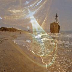 L'échoué rouille (andrefromont) Tags: andréfromont andrefromontfernandomort fernandomort épave bateau boat plage beach greece grèce péloponèse wreckage