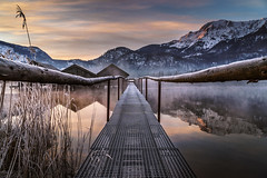Sunrise at Kochelsee II (K.H.Reichert [ not explored ]) Tags: schnee bootshaus morgennebel sunrise steg see reflection berge bayern alpen zwielicht nebel reflexion morningfog natur eis steeg wasser twilight spiegelung sonnenaufgang fog jetty frozen gefroren ice