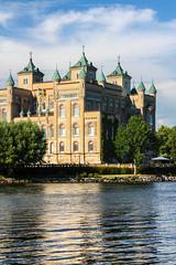 208-1 (Andre56154) Tags: schweden sweden sverige schloss castle gebäude building water see lake sky wolke cloud